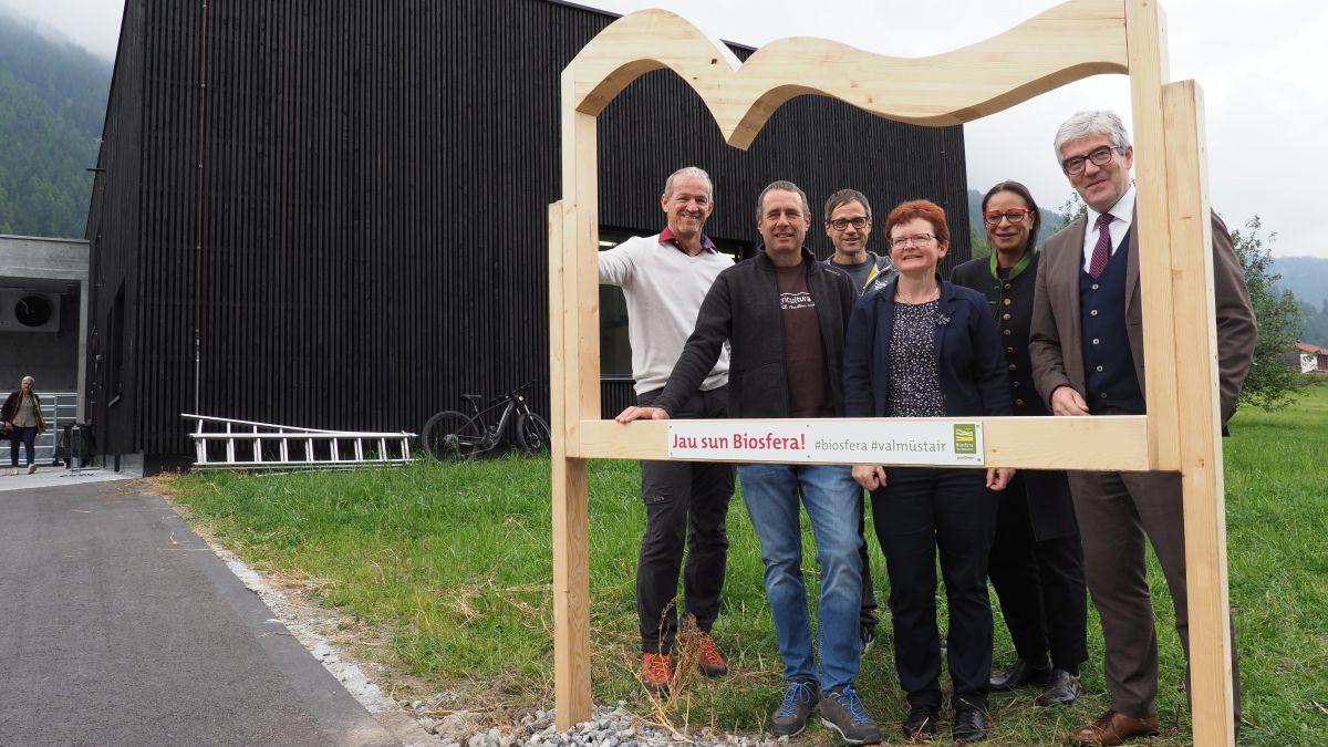Da schnestra: Hans Romang, Rico Lamprecht, David Spinnler, Judith Fasser, Gabriella Binkert Becchetti e Jon Domenic Parolini (fotografia: David Truttmann).