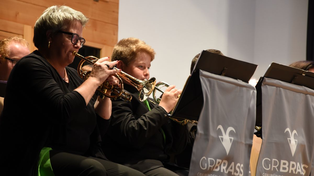 La GR Brass ha inchantà il public a Ftan cun musica da brass da buna qualità (Foto: Nicolo Bass).