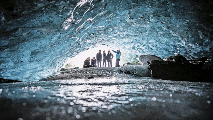 Im vergangenen Mai machten die Studierenden der HFT eine Exkursion zum Morteratschgletscher. So haben sie sich mit dem Thema Gletscherschmelze intensiv auseinandergesetzt. Foto: Mayk Wendt