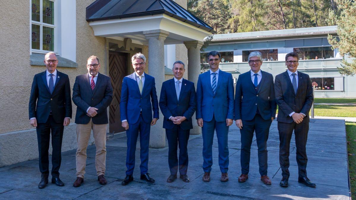 Bündner Regierung mit Bundesrat Ignazio Cassis. Foto: z. Vfg.
