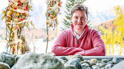 Der St.Moritzer Gian Marco Tomaschett ist heute nach überstandener Hodenkrebserkrankung wieder gesund, beschwerdefrei und auch glücklicher Vater. Foto: Jon Duschletta