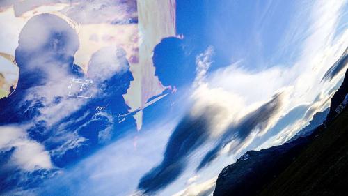 Szene aus den Dreharbeiten zur filmischen Vergangenheitsbewältigung «Suot tschêl blau – Unter blauem Himmel» von Ivo Zen. Fotos/Montage: Jon Duschletta