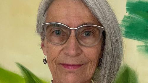L'astrologa Silvia Ammann pendulescha minch'eivna tanter Scuol ed Uerikon (fotografia: mad).