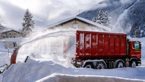 Schneeräumung in Zernez. Foto: Jon Duschletta