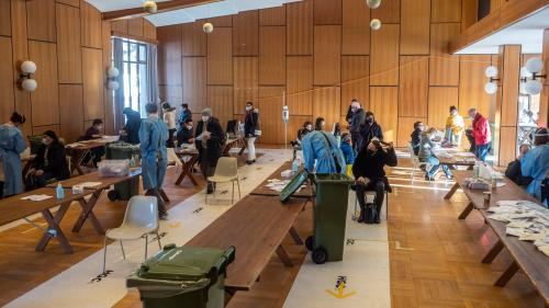 Diese Woche noch Testzentrum, ab Montag auch Impfzentrum: Der Konzertsaal des Heilbades in St. Moritz. Foto: Daniel Zaugg