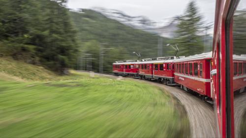 Na be sur il Pass dal Bernina, dimpersè eir tras ün eventual tunnel da Scuol a Mals, dess exister in bundant desch ons üna colliaziun da tren tanter la Svizra e l'Italia (fotografia: Daniel Zaugg).