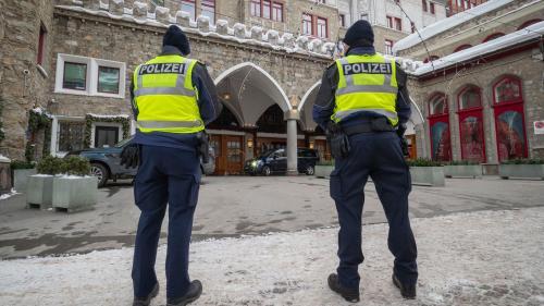 Schon bald dürfte es beim Badrutt's Palace Hotel in St.Moritz noch dunkler werden. Aufgrund der Corona-Pandemie und dem damit verbundenen Nachfrageeinbruch bleibt der Betrieb bis auf Weiteres geschlossen. Foto: Daniel Zaugg