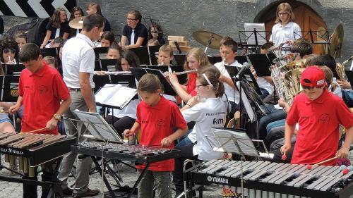Ils iniziants da proget vöglian promouver la giuventüna e quai in collavuraziun culla Scoula da musica Engiadina Bassa Val Müstair (fotografia: Scoula da musica EBVM).
