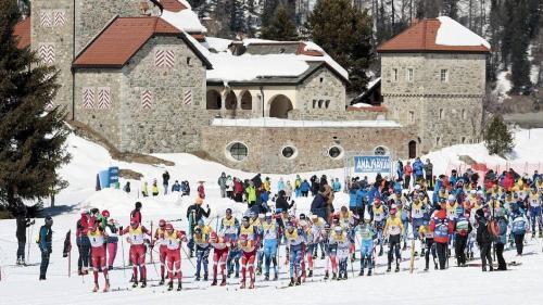 Start zum 15 Kilometer-Lauf der Männer in Silvaplana Foto: swiss-ski