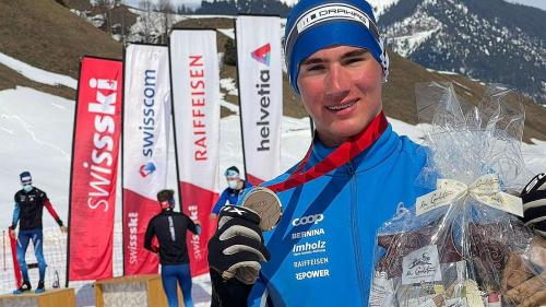 Niclas Steiger gewinnt Bronze im Sprint an der Langlauf-SM in Sedrun (Foto: Stefan Schwenke).
