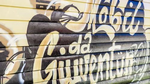 Das «JugendMobil» schuf Jugendlichen nicht nur einen Treffpunkt unter ihresgleichen, sondern ermöglicht auch, sich kreativ zu betätigen. Beispielsweise mit Graffiti-Workshops. Foto: Jon Duschletta