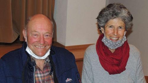 Peder Rauch ed Annina Kasper speran da chattar üna soluziun paschaivla (fotografia: Benedict Stecher).
