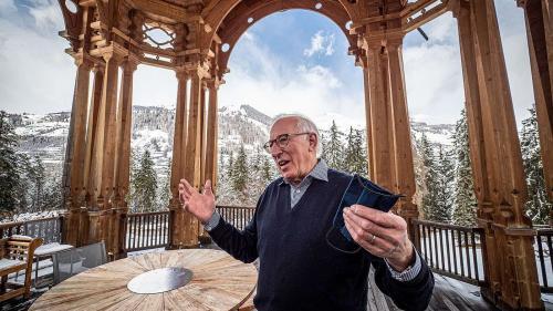 Rolf Zollinger ist der letzte Generaldirektor der Vulpera Hotels AG, und er führte alle drei Grand Hotels in Vulpera und Nairs (Foto: Daniel Zaugg).
