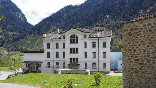 Die Casa Ganzoni ist das älteste Gebäude des Bergeller Gesundheitszentrums und soll von Grund auf erneuert werden. Foto: Marie-Claire Jur