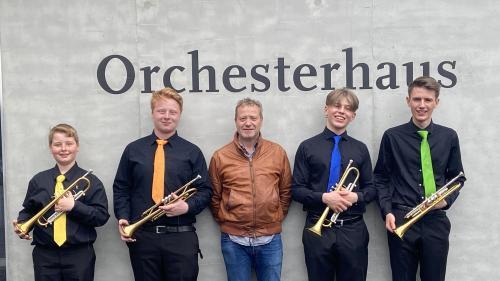 Haben einmal mehr die Jury überzeugt: Das Trompetenensemble Motre mit seinem Leiter Anton Ludwig Wilhalm in Luzern, Foto: z. Vfg.
