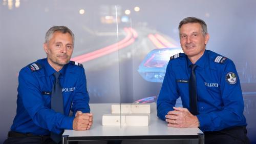 Major Peter Joos (links) und Kommandant Walter Schlegel. Foto: Kantonspolizei Graubünden