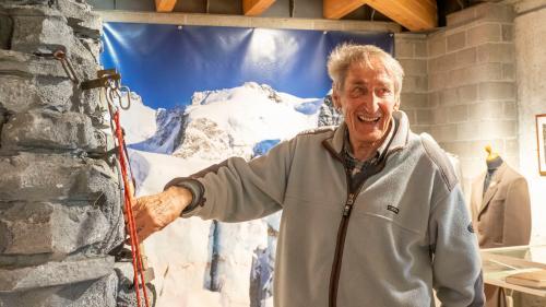 Mathis Roffler kennt die Bergwelt des Oberengadins wie kaum ein anderer und die Entwicklung «seines» Morteratschgletschers verfolgt er besonders aufmerksam. Er war auch Initiant des Museums Alpin in Pontresina (Bild). Foto: Annika Veclani