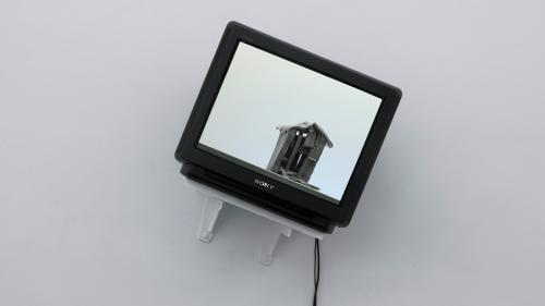 Einblick in die Ausstellung 201 Ställe: Das Videostandbild von Schlipf, 2014 entstanden, Copyright: Pro Litteris 2021