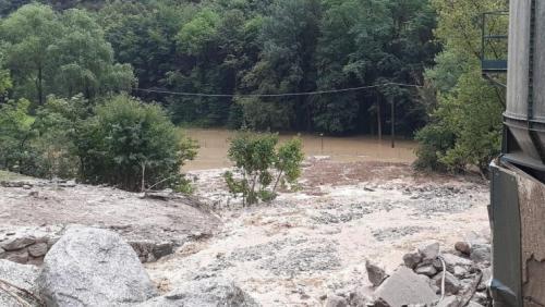 Wegen einer Rüfe ist die Malojastrasse bei Chiavenna vorübergehend gesperrt (Foto: www.meteoweb.eu)
