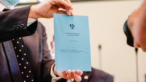 Die Botschaft der Regierung zu Handen des Grossen Rates zum Aktionsplan Green Deal für Graubünden. Foto: Jon Duschletta