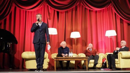 Podium zum Engadin Festival im Hotel Reine Victora (von links): Jan Schultz, Heinz Holliger, Claudio Chiogna und Dominik Sachmann. Foto: Marie-Claire Jur