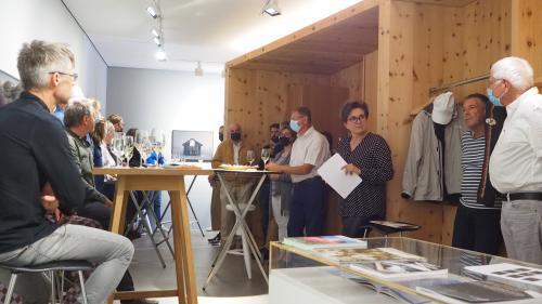 Diskussionsrunde in der Art Gallery Plattner & Plattner.             Foto: Marie-Claire Jur