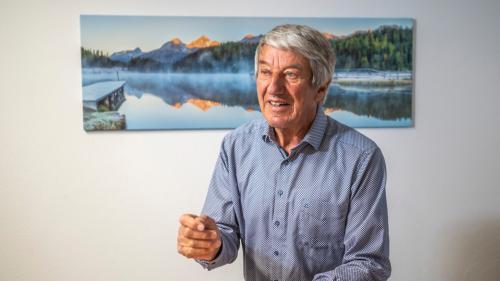 Jost Falett aus Bever gilt als engagierte Stimme, wenn es um Landschaftsschutzfragen geht. Morgen Freitag tritt er nach neun Jahren an der Spitze der Pro Lej da Segl ab.  Foto: Daniel Zaugg