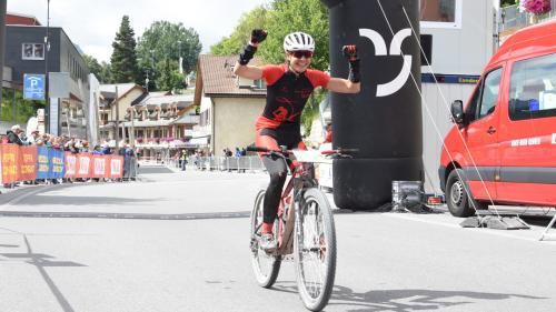 Tinetta Stimer gewinnt das Rennen von Fuldera nach Scuol (Foto: Nicolo Bass).