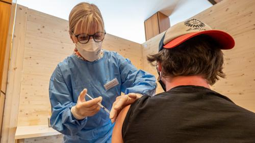 Über 8000 Spritzen hat die Pflegefachfrau Susi Lanfranchi im Impfzentrum St.Moritz bereits gesetzt.  Foto: Daniel Zaugg