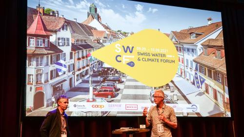 Fadri Guidon (links) und Ernst Bromeis am 1. Swiss Water & Climate Forum in Willisau. Foto: Jon Duschletta