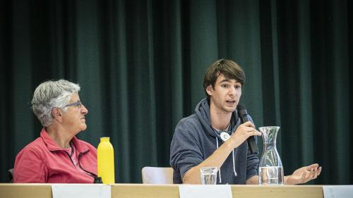 Loris Niethammer  (rechts) ist Aktivist bei der Gruppierung Klimastreik Graubünden. Foto: Denise Kley