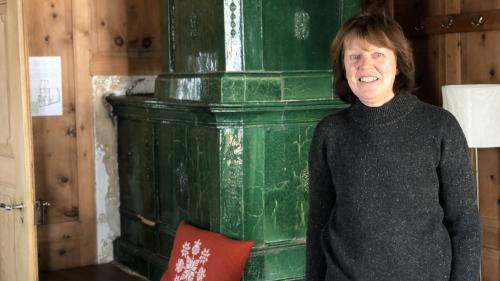 Rosmarie Tinner maina amo dürant ün'ultima stagiun d'inviern – dals 26 da december fin als 13 da marz 2022, l'albierg da giuventüna in Val Müstair (fotografia: David Truttmann).
