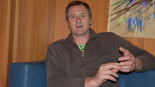 Josef Thurner ist seit einem Jahr Bürgermeister von Mals und wünscht sich einen engeren Austausch über die Schweizer Grenzen (Foto: Nicolo Bass).